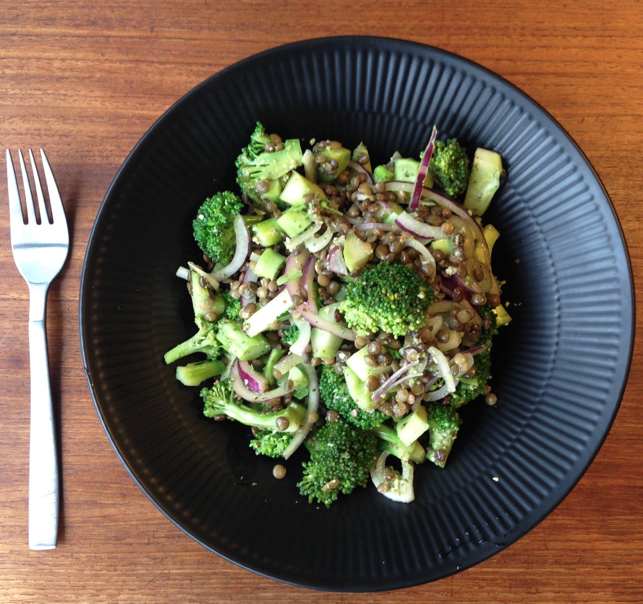 Pesto broccolisalat